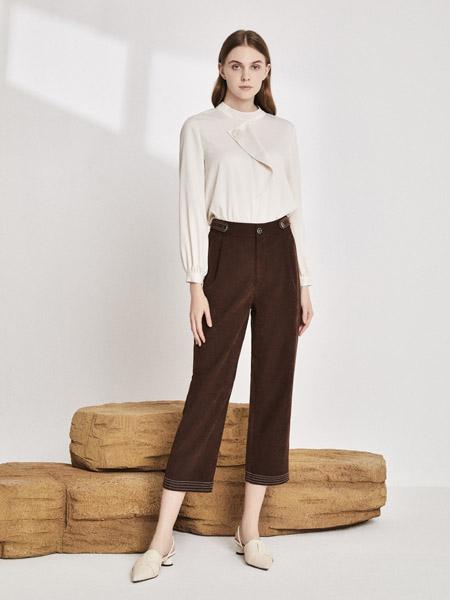 你即永恒女装品牌2020秋季圆领米色T恤长袖