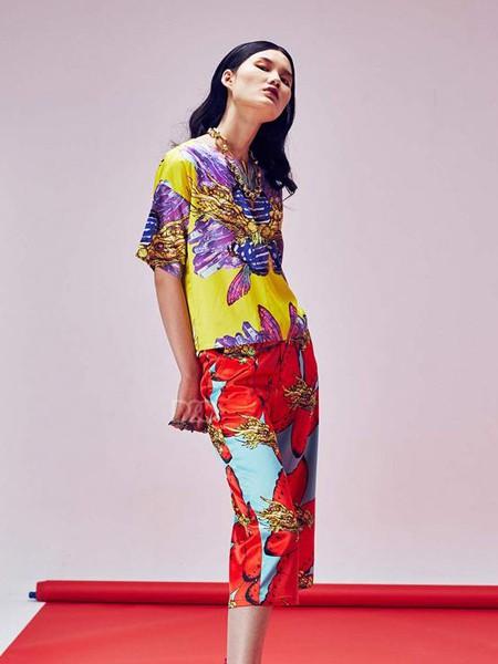 趙贝勒PRINCE ZHAO女装品牌2020春夏紫色印花上衣红色短裤