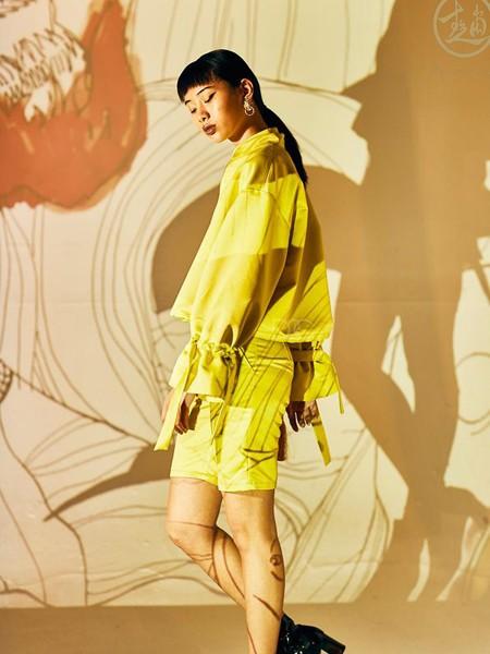 趙贝勒PRINCE ZHAO女装品牌2020春夏黄色宽松上衣短裤
