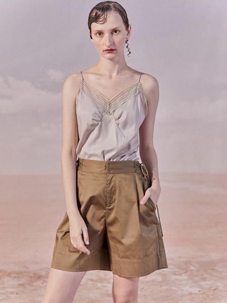 谜底女装品牌2020秋季灰色吊带上衣军绿色短裤