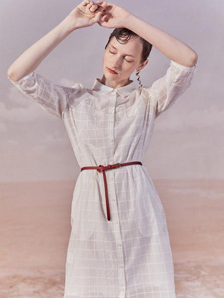 谜底女装品牌2020秋季格纹米色皮带收腰中长款衬衫连衣裙