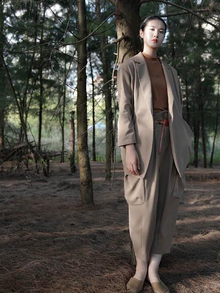 底色女装品牌2020秋季浅咖色中长款西装套装
