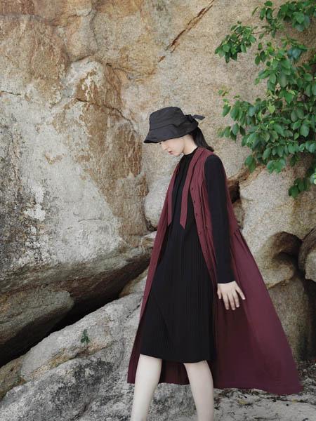 底色女装品牌2020秋季酒红色中长款外套