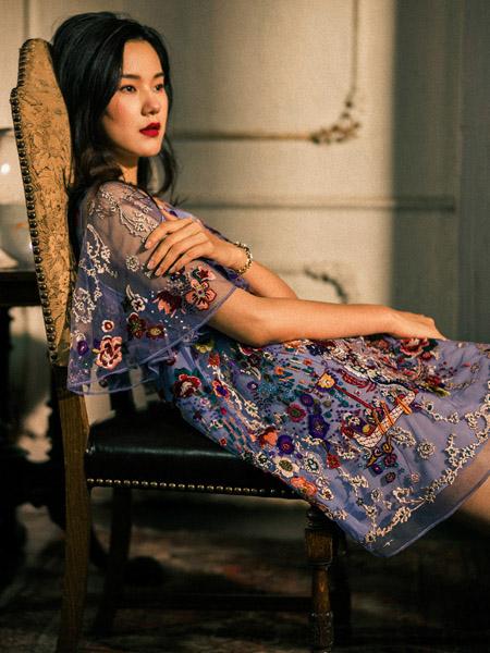 渔女装品牌2020秋季紫色刺绣连衣裙网纱