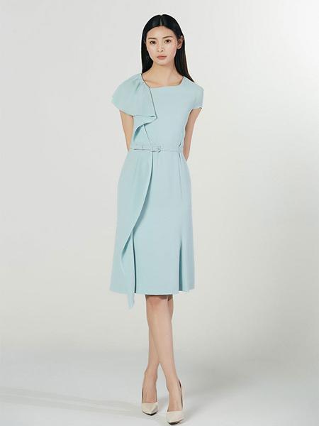 Lyn Fong女装品牌2020春夏圆领蓝色连衣裙