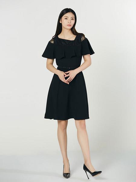 Lyn Fong女装品牌2020春夏黑色荷叶边连衣裙收腰