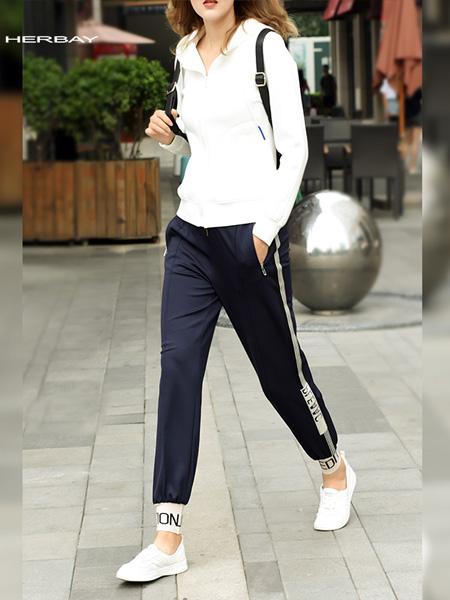 黑贝HERBAY女装品牌2020春夏黑贝HERBAY女裤新款束脚哈伦裤字母休闲运动裤