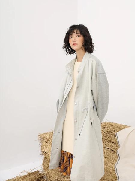 MO.陌女装品牌2020秋季灰色中长款衬衫