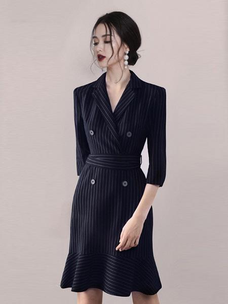 HEGO女装品牌2020秋季V领竖纹藏蓝色连衣裙