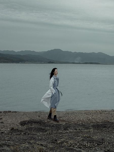播女装品牌2020秋冬蓝色收腰连衣裙