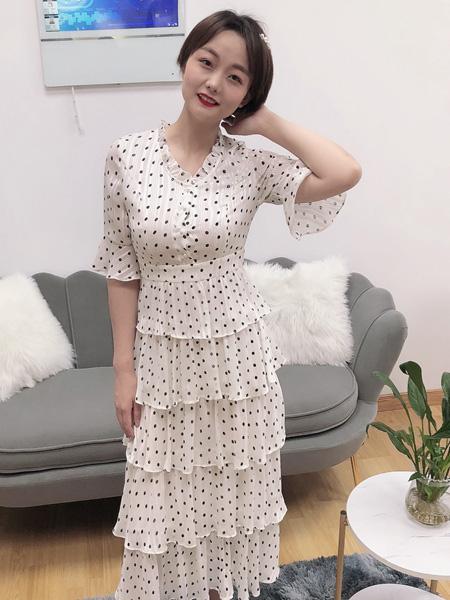 珂希莉女装品牌2020春夏V领白色波点连衣裙