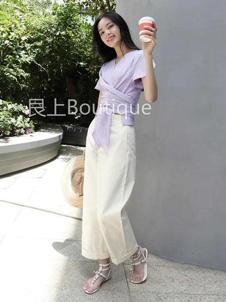 艮上女装品牌2020春夏紫色V领上衣