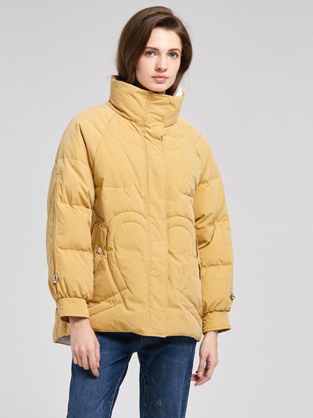 诗织女装品牌2020秋冬浅黄高领外套保暖