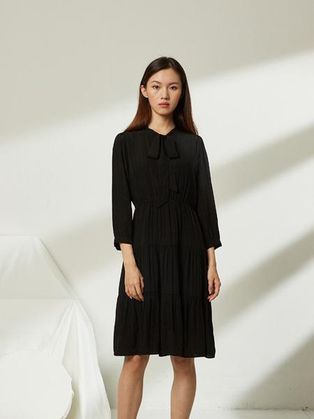 �有信�装品牌2020秋季黑色收腰连衣裙