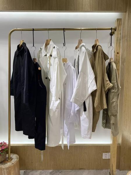 依兰慕语女装品牌2020秋冬中长款白色外套