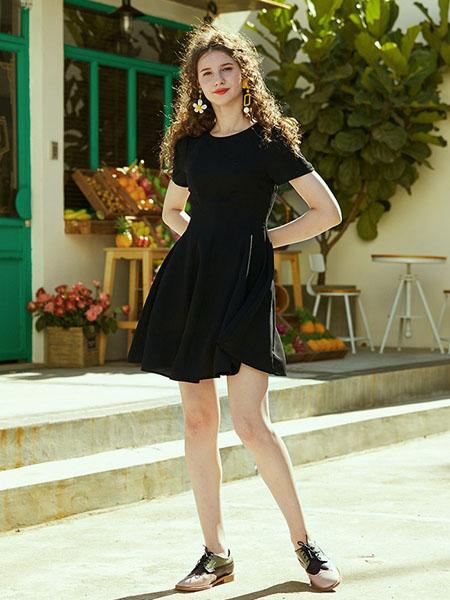 迷思概念女装品牌2020春夏圆领黑色修身连衣裙