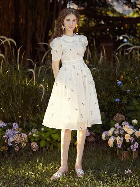 迷思概念女装品牌2020春夏收腰米色连衣裙