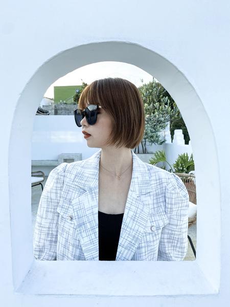 读色女装品牌2020秋季格纹白色西装外套