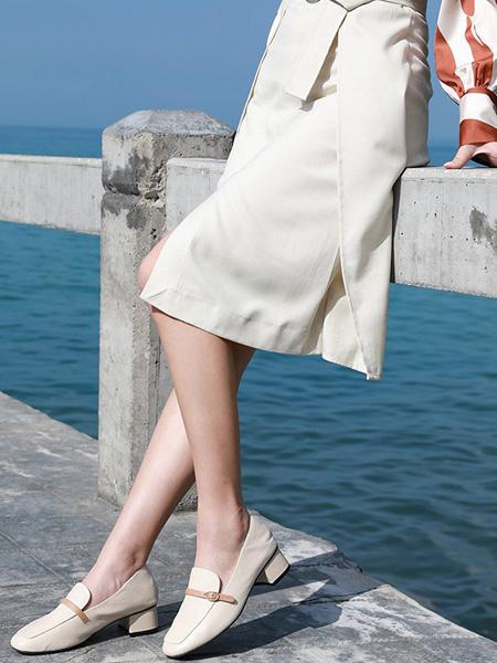 森达鞋帽/领带品牌米色皮鞋4厘米跟