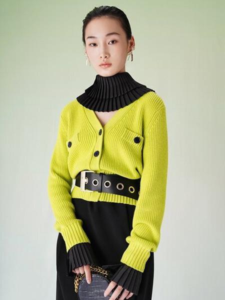 彩知丽CZHLE女装品牌2020秋季V领黄色针织衫