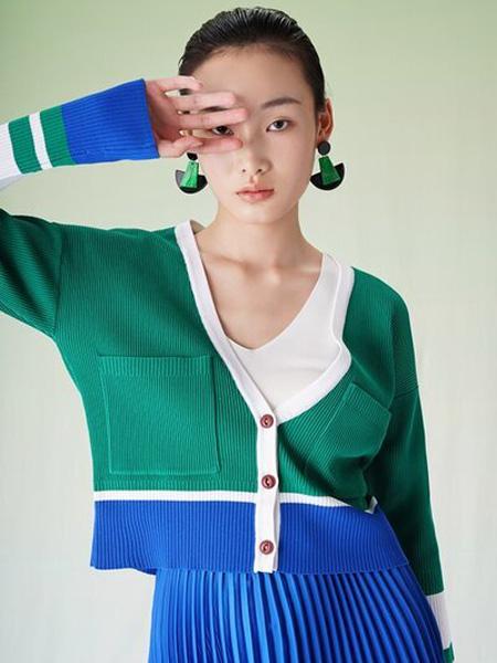 彩知丽CZHLE女装品牌2020秋季V领青色针织套装