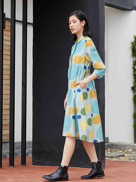 嘉彩女装品牌2020秋季淡蓝色可爱连衣裙