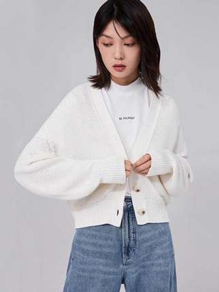 纳薇naivee女装品牌2020秋季naivee纳薇2020秋季新款复古高腰白针织毛衣开衫短外套女