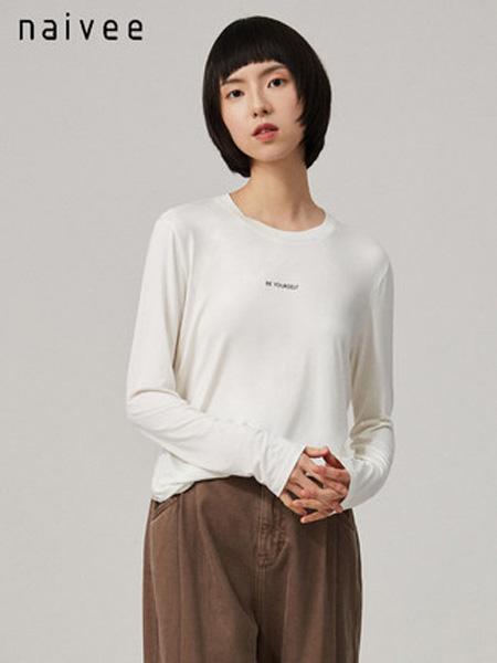 纳薇naivee女装品牌2020秋季naivee纳薇2020秋季新款休闲字母印花白色长袖打底T恤女