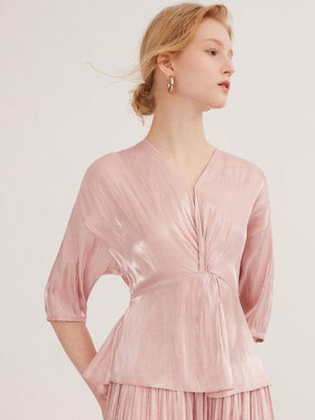 纳薇naivee女装品牌2020春夏naivee纳薇2020夏季法式V领打结收腰光泽缎面粉色衬衫小上衣