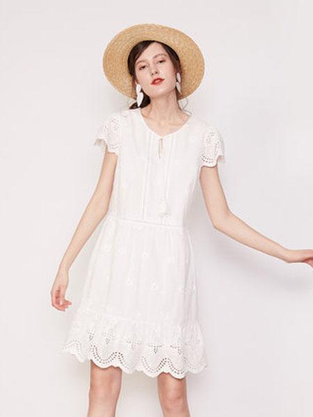 纳薇naivee女装品牌2020春夏naivee纳薇2020夏通勤法式复古荷叶边刺绣V领纯棉白色仙女连衣裙