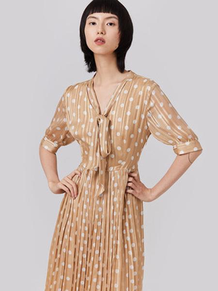 纳薇naivee女装品牌2020春夏naivee纳薇2020夏新款法式波点V领收腰仿真丝雪纺连衣裙