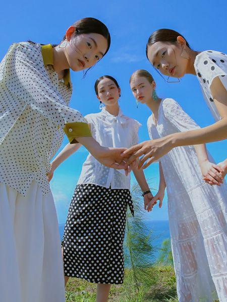 异闻女装品牌2020春夏波点翻领白色衬衫