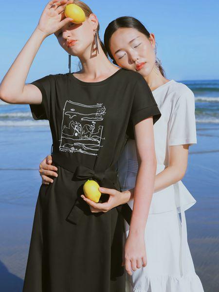 异闻女装品牌2020春夏黑色蝴蝶结连衣裙
