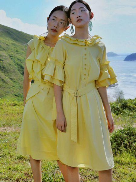 异闻女装品牌2020春夏黄色收腰连衣裙