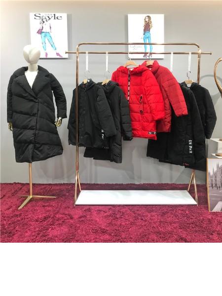 蕾拉国际品牌店铺展示
