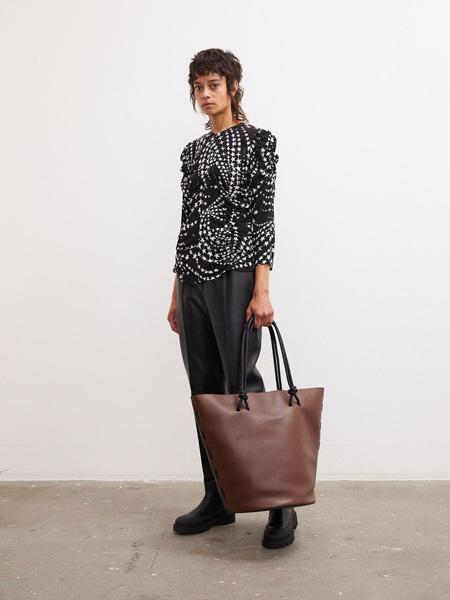 By Malene Birger玛莱娜·比格尔设计女装品牌2020秋季黑白斑点上衣
