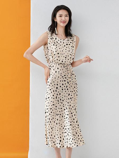 凝慧女装品牌2020春夏白色斑点连衣裙