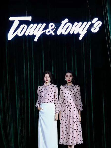 Tony&tony's女装品牌2020秋季粉白斑点连衣裙粉色斑点连衣裙