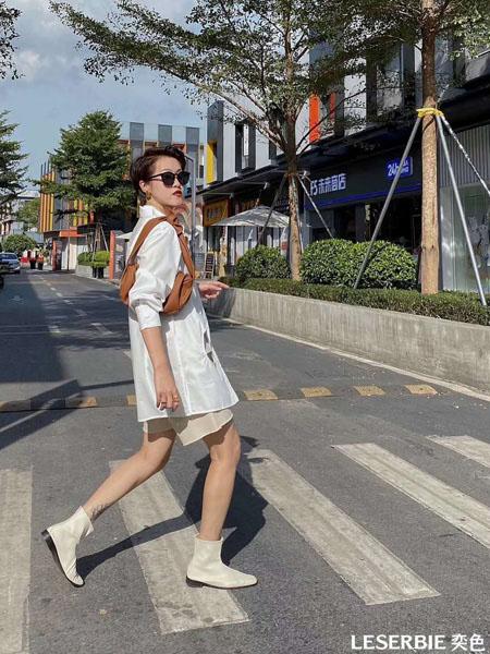 奕色女装品牌2020秋季白色休闲外套