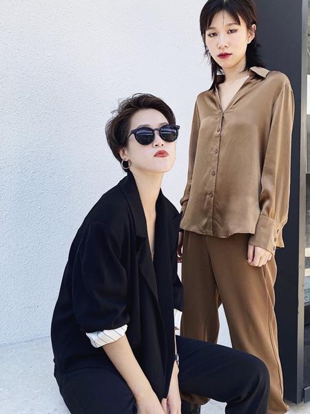奕色女装品牌2020秋季黑色纯色套装