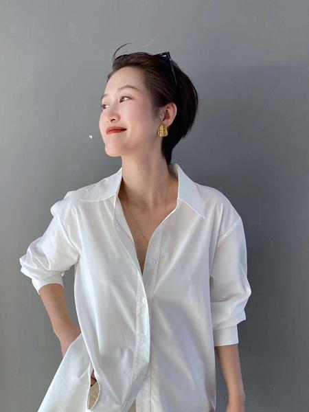 奕色女装品牌2020秋季白色休闲衬衫