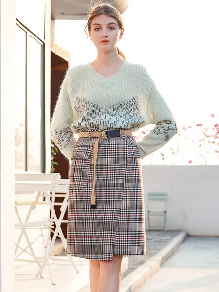 金蝶茜妮女装品牌2020秋季青色半透明字母上衣