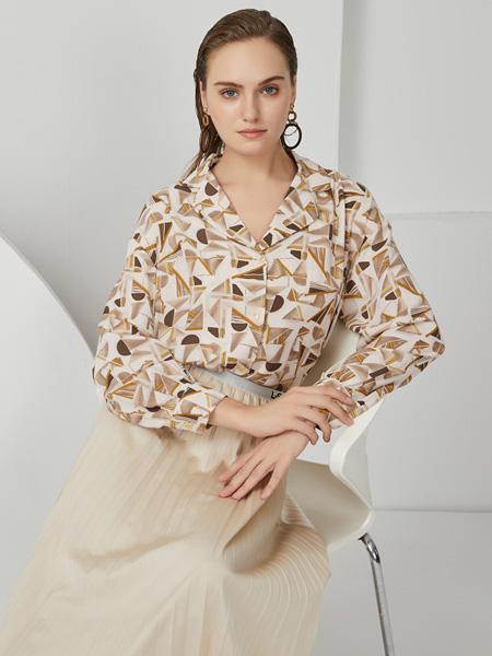 布伦圣丝女装品牌2020秋冬白色印花上衣
