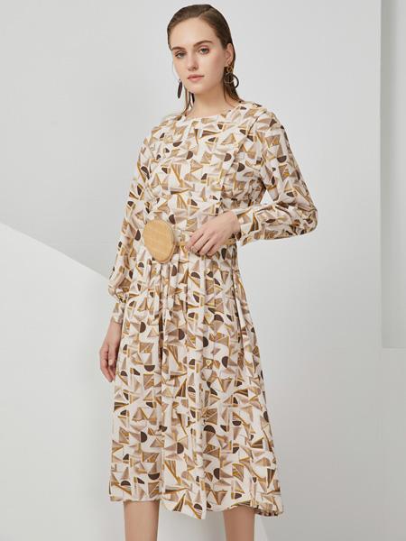 布伦圣丝女装品牌2020秋冬白色印花连衣裙