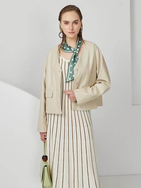 布伦圣丝女装品牌2020秋冬白色休闲外套