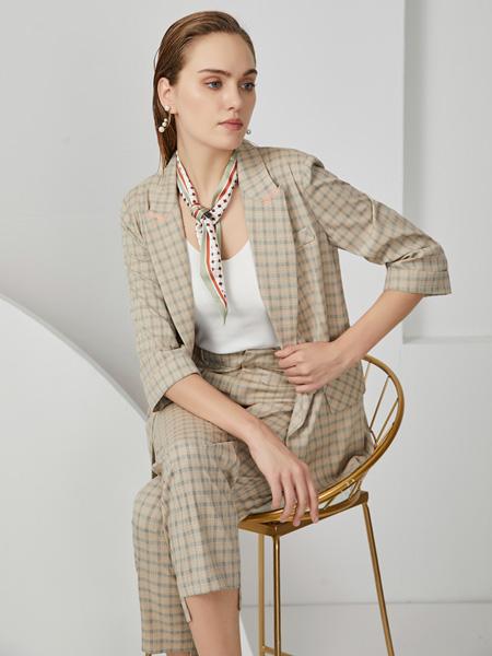 布伦圣丝女装品牌2020秋冬灰色格子套装