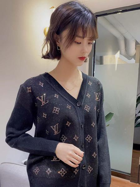 靓漫蒂女装品牌2020秋季黑色印花上衣