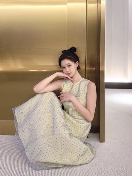 PENCIL UNISEX女装品牌2020秋季白色斑点无袖连衣裙