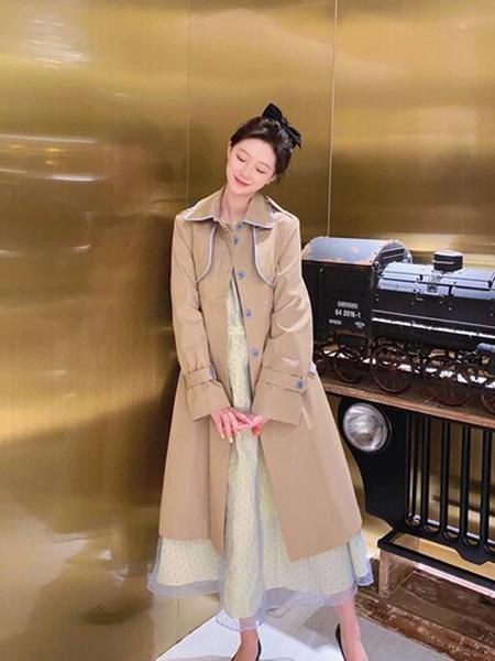 PENCIL UNISEX女装品牌2020秋季淡黄色长款风衣