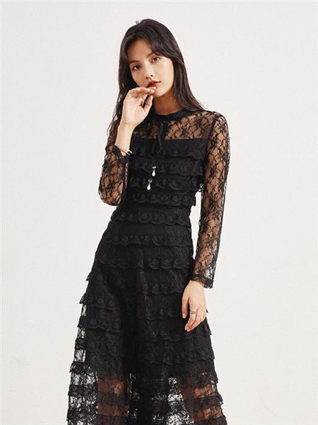 依维妮女装品牌2020秋季黑色半透明连衣裙